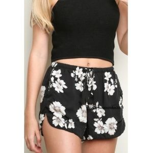 Brandy Melville floral eve shorts with pockets
